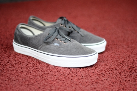 7ae0265cd4b189 Vans Authentic (Corduroy) Dark Gun Grey